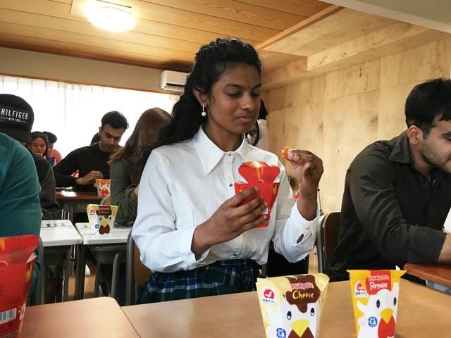 世界14カ国の人にローソンのからあげクンを食べてもらった結果 → スリランカ人感動「超ウマイ。スリランカでも売ってほしい」/ 外国人留学生が行く