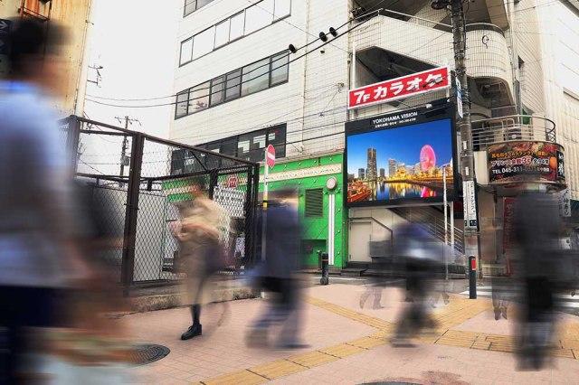 【激安】横浜駅前の大ビジョンが2週間映像を流して〇〇円で半額セールまでしてる件 / 6時間で最低24回放映! 安すぎるので申し込んでみた