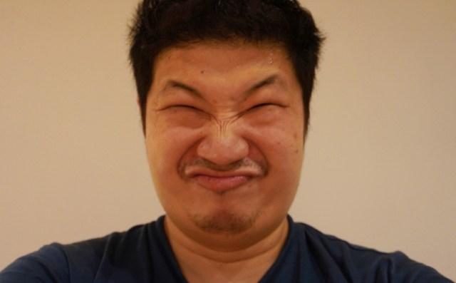 【謎】笑顔を検出したら自動で撮影できるカメラに「激おこプンプン丸」な表情をしたら…意味不明な動作をした / ソニー『α6400』のスマイルシャッター