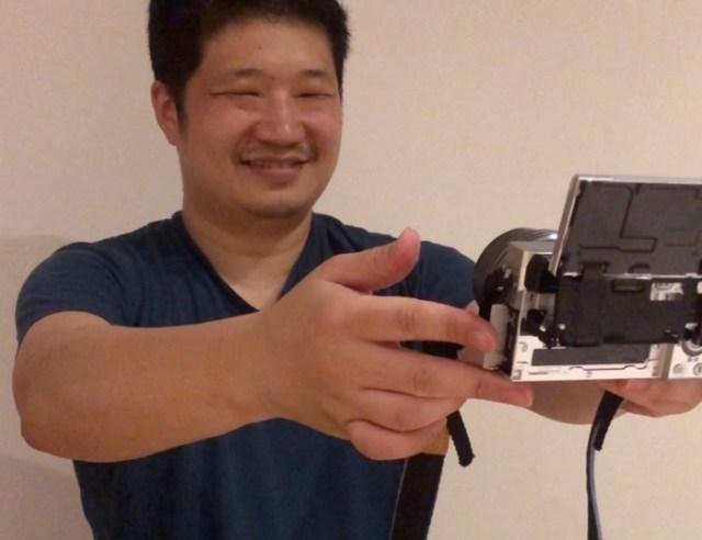 【検証】笑顔の人を自動で撮影できるカメラに「微妙な作り笑い」を向け続けたら…ハプニングが起きた / ソニー『α6400』のスマイルシャッター