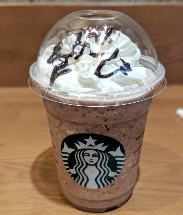 苦手な「チョコミント」を克服するために、東京・六本木ヒルズのスタバ限定の『ミンティーチョコレートティー』を飲みに行ってみた!