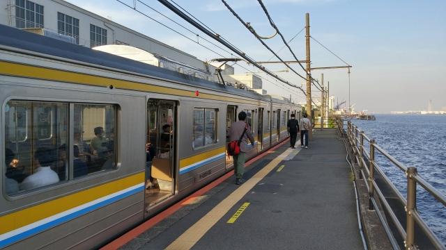 【ぶらり秘境下車】電車を降りれば0秒で絶景オーシャンビュー!! 改札から出られない謎の駅、「海芝浦駅」に潜入してきた