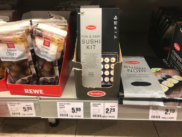 ドイツのスーパーで売っていた「SUSHI KIT(寿司キット)」で巻き寿司を作ってみたらこうなった