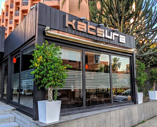 【アフリカ寿司】モロッコの日本料理店で「スシピザトーキョー」と「アキタロール」を食べてみた / ウソだろマジでウメェ~!