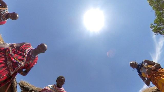 【サッカー】マサイ族の戦士「オレの好きなチームはアーセナルとリバプールで、好きな選手はロビン・ファン・ペルシとメスト・エジルだ」 マサイ通信:第264回