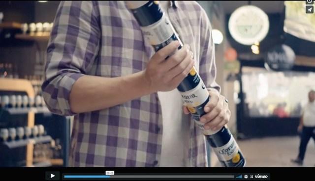 コロナビールの「缶を最大10缶まで連結できるアイディア」がスゴい → ネット民「ライトセーバー感」「戦えそう」