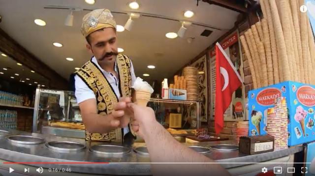 楽しいけどイライラ? 凄テクで焦らしまくる「トルコアイス屋」を客目線からGoPro撮影したらこうなったって動画