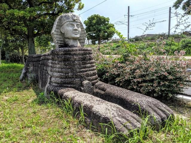 駅前の散歩道にスフィンクスとモアイとパルテノン神殿があるってマジかよ / 古代遺跡が集結している福岡県JR中間駅