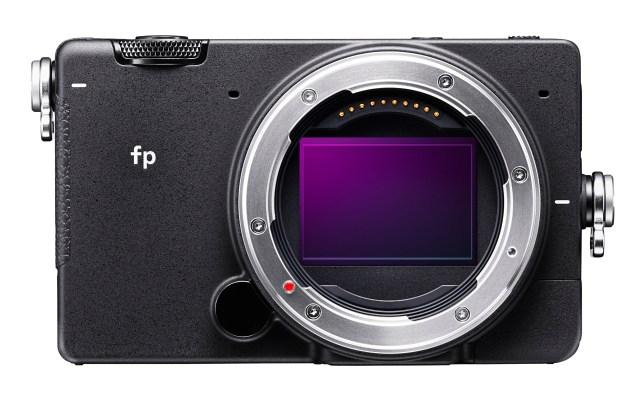 史上最小・最軽量のフルサイズミラーレス「SIGMA fp」がヤバい / 最高にSIGMAらしからぬスペックのSIGMAらしいカメラ