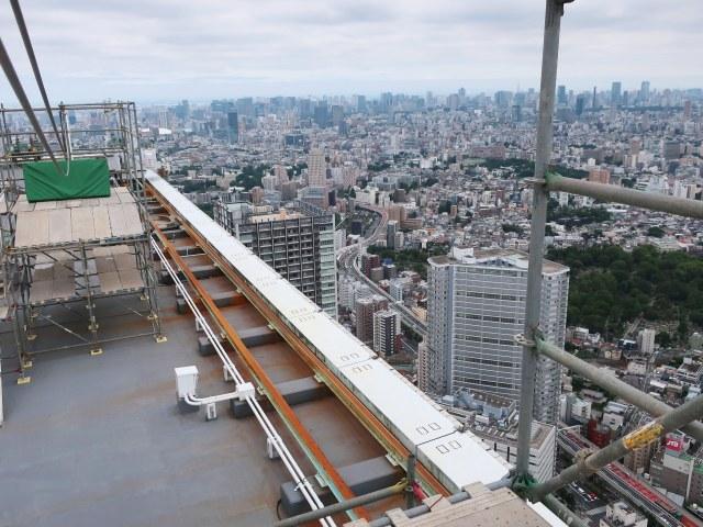 【マジかこれ】池袋「サンシャイン60ビル」屋上にオープンするアトラクションが高所恐怖症を殺しにきている件 / 地上231メートルを滑走…だと?