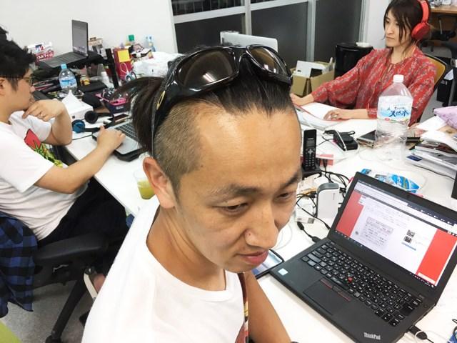 【解明】頭にサングラスを乗せてる人は何を紫外線から守っているのか?