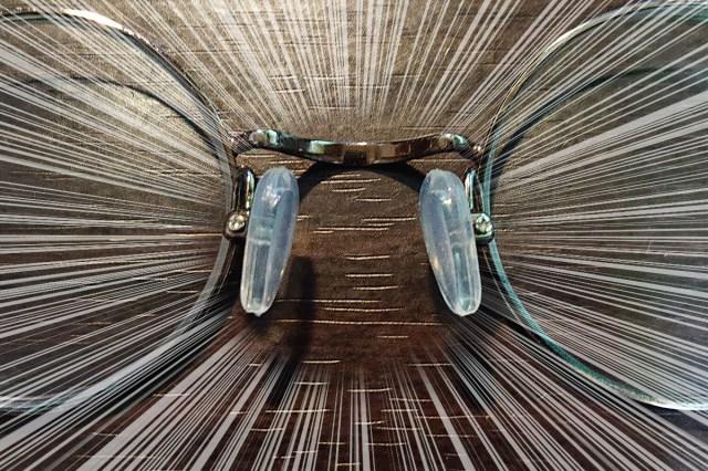 眼鏡の鼻の部分のパッドがネジごと行方不明 → 直してシリコンパッドにしたら以前より快適すぎてヤバい