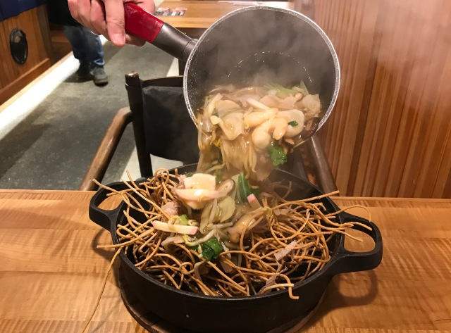 【高級】シンガポールの富士そばでいただいた「鉄鍋スパイシー海鮮あんかけ蕎麦」なるものとは…?