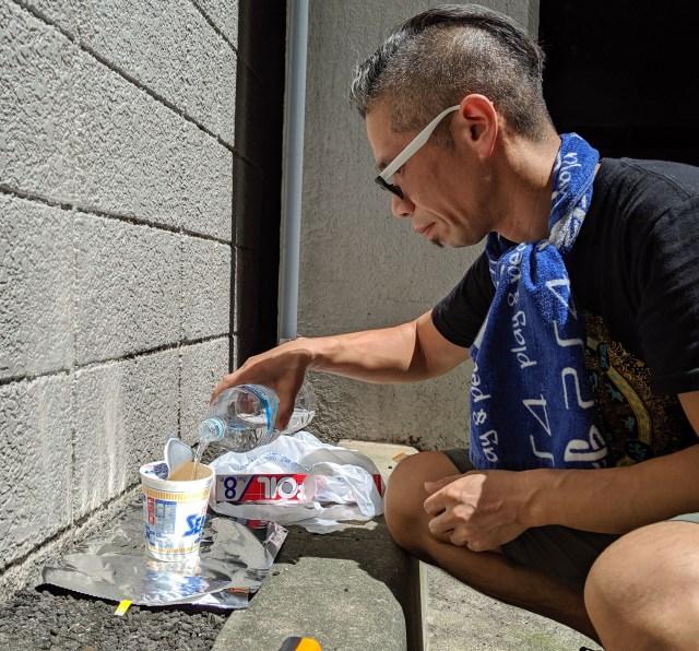 【エコロジー検証】太陽光で「水を注いだカップラーメン」をアツアツにできるのか? たしかめてみた!