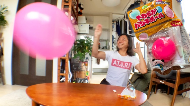 【100均検証】セリアで買った「新感覚! やわらかパンチボール」が本当に新感覚でチョー楽しい! 壊れたあともまだまだ楽しめる!!