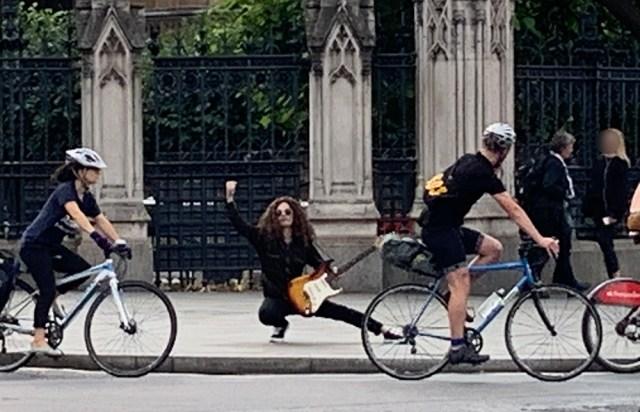 【突撃】ロンドンの路上でイングヴェイしてみたら緊急事態でライブ中断! それ以降、路上ライブができなくなってしまった話