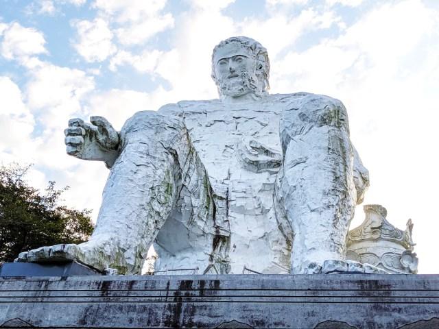 【茨城の伝説】巨人「ダイダラボウ」はハーフ系のイケメンだった / しかも「村人のために山を動かす」優しい性格