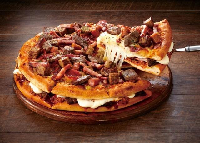 【悲報】最高に頭の悪いピザが爆誕してしまう / ピザにピザをトッピングした『ニックマウンテン』がバカすぎてヤバイ!