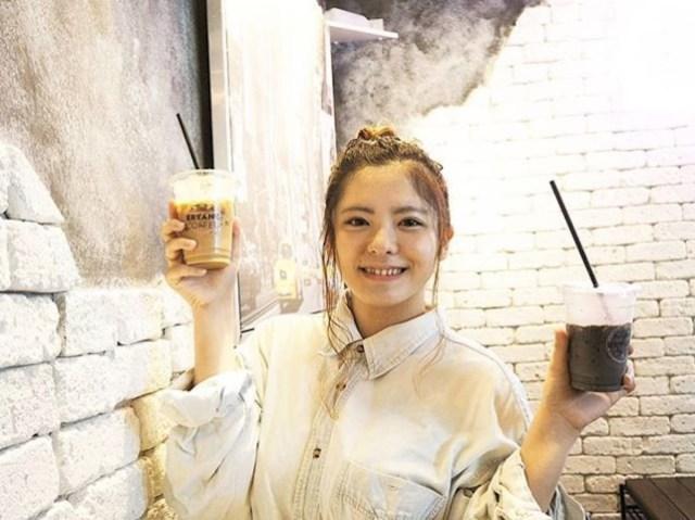 【漆黒】コーヒーにしても黒すぎる「ブラックカフェラテ」とは? 黒さの正体と味に迫ってみた / 東京ドーム・ブライアントコーヒー