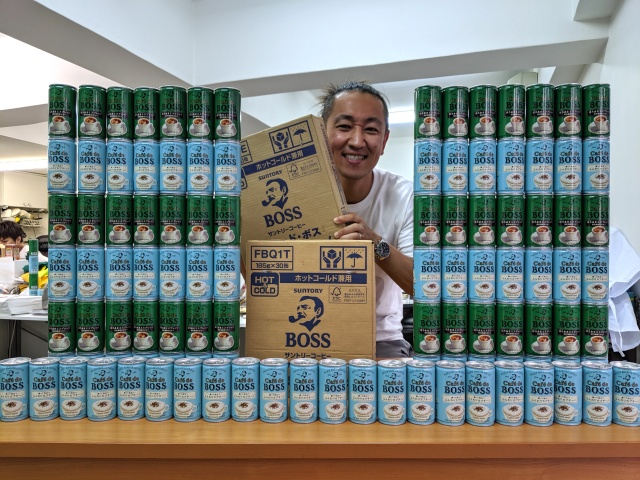 【大改造】缶コーヒー1500本以上を使って会社に「休憩スペース」を作ってみた結果…