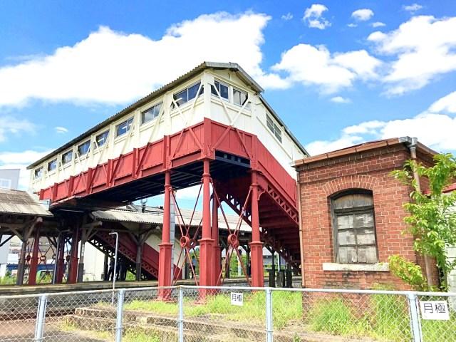 【愛知】JR半田駅にある「日本最古の跨線橋」は今もバリバリの現役選手だった / すぐ隣にはレンガ造りの油倉庫も