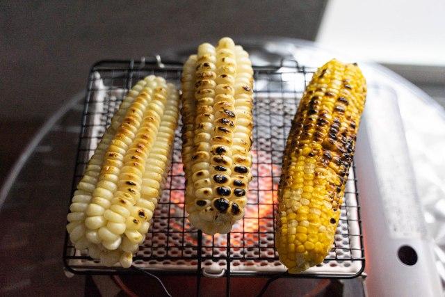 「ジャイアントコーン」で焼きとうもろこしを作ると美味いらしい → シンプルに焼いて食べてみた結果…