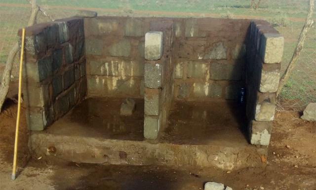 この画像を「学校のトイレだ」って日本人に送ったらメチャクチャ混乱してたけど、どうか落ち着いてくれ / マサイ通信:第306回