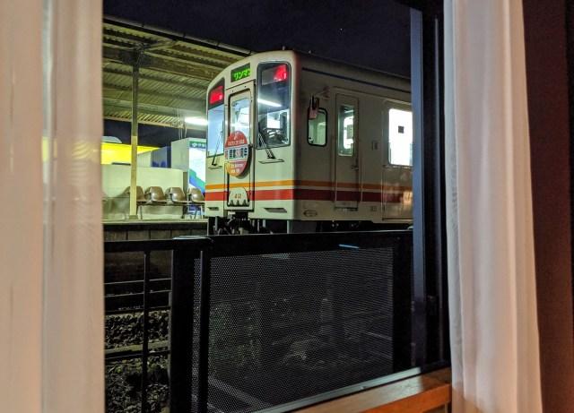 日本一「駅ホーム」から近いホテルに泊まったら窓の外が予想外過ぎて絶句した / 福岡県『田川伊田駅舎ホテル』