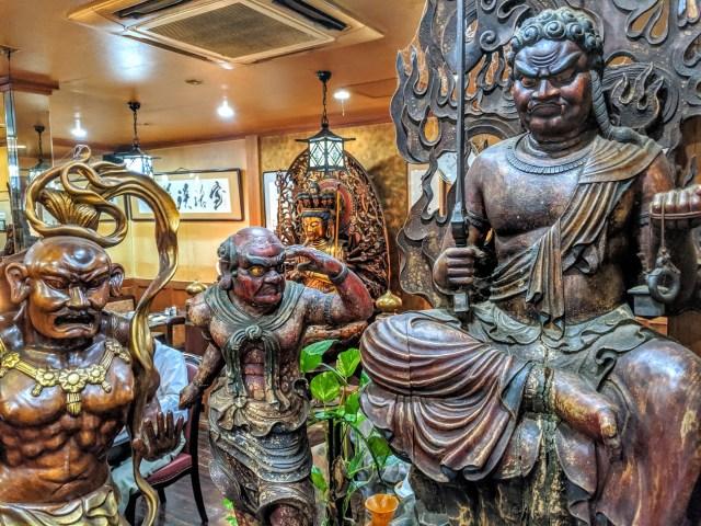 【大阪】仏像大量発生中の激ヤバ純喫茶「篝(かがり)」に行ってきた / 険しい表情の仏像と50年代洋楽ロックの組み合わせが最高にセクシー!
