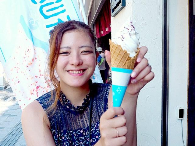 塩を振って食べる『雪塩ソフトクリーム』に大感動! これはヤミツキになる美味しさだ…! 沖縄・那覇市「塩の専門店・塩屋」