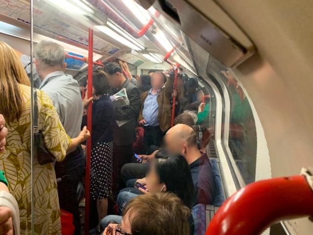 【衝撃】東京の満員電車に慣れた私がロンドンの地下鉄に乗ってみた結果 → もう2度と乗りたくない……