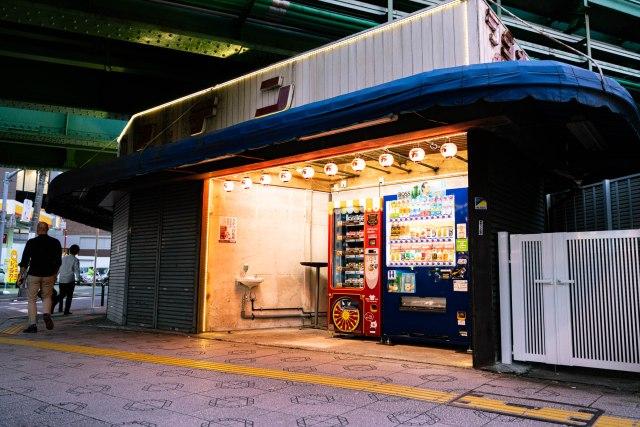 【秋葉原】ラジオガァデンに肉の万世の自販機が出たので使ってみた → 真顔でカツサンド食ってるメイドさんを立たせたくなった