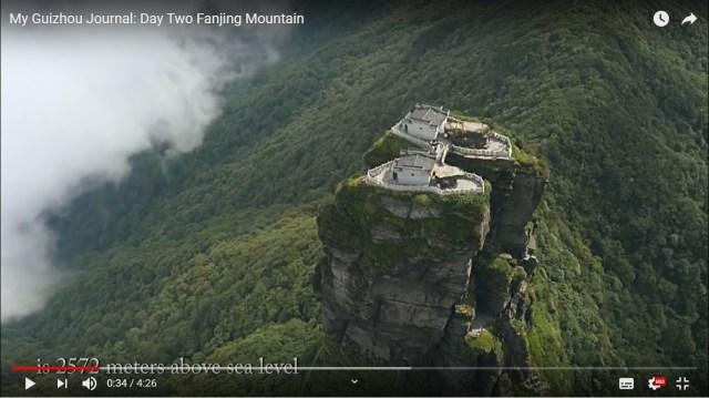 【まるでドラクエ】雲を越え天を衝く岩山の天辺に寺院が! 中国貴州省の梵浄山が伝説の武器とか眠ってそう / ネットの声「再配達来なさそう」