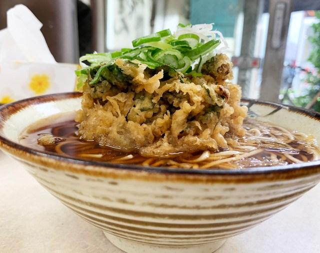 蕎麦にそびえ立つかき揚げ天の塔! ウマイ天ぷらが食べたければ千歳船橋『八兆』に行け!! 立ち食いそば放浪記:第185回