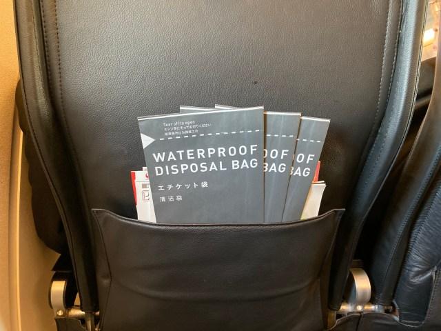 【確信】飛行機のエチケット袋、今さら使うヤツ0人説 → CAさんに聞いてみた結果…