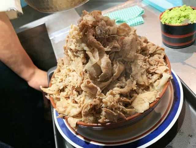 【肉20倍増し】富士そば「バクテーそば」のバクテーを3000円トッピングしたらヤバイことになった! 立ち食いそば放浪記:第188回