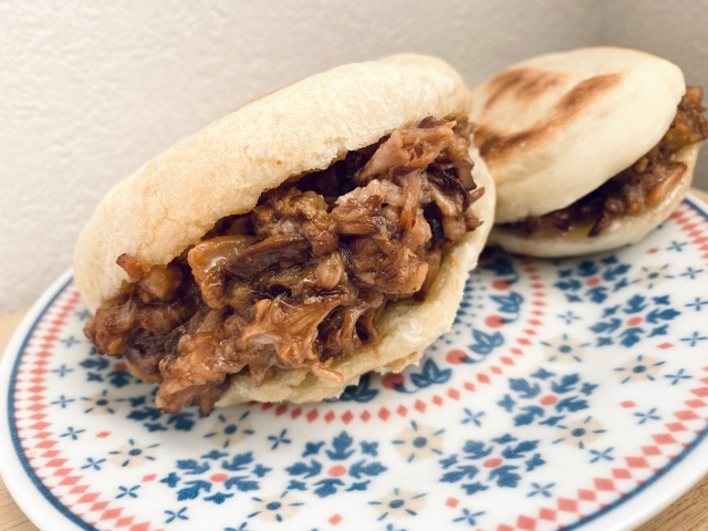 【レシピあり】中華ハンバーガー『肉夾饃(ロージャーモー)』がウマすぎ! あまりの美味しさに言葉の法則が無視されるレベル / 沢井メグのリアル中華:第20回