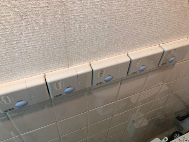 君は「トイレに音姫をつけまくる弊害」を知っているか?  職場の個室トイレがデブにとって地雷原みたいになっている件