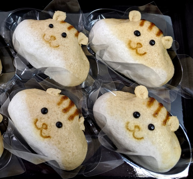 【キュン死注意】Twitterで話題沸騰の「リス饅頭」が可愛らしすぎて食べるの困難! めっちゃこっち見てるやんッ!!
