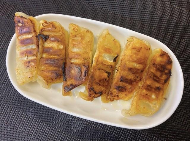 【餃子の達人】宇都宮の人気餃子「青源」は味噌だれ1つで味が激変 / どちらが欠けても成立しない不思議な餃子