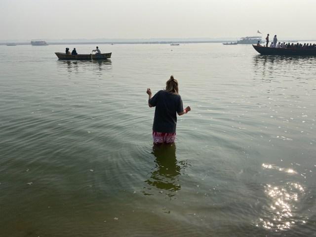 【インド】ガンジス川で沐浴したら悟りは開けるのか?