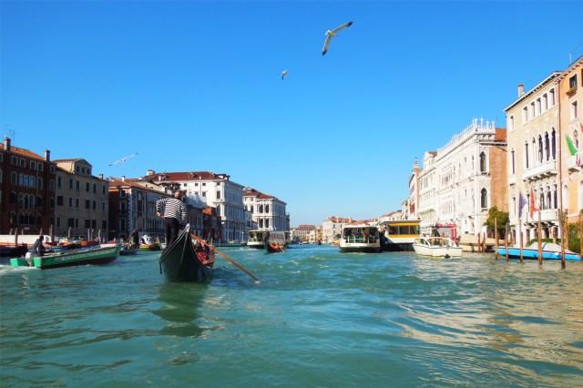 【センシティブ】ヴェネツィアで買ったエプロンを持て余している話 / つけると何をとは言わないが、出してるみたいでソワソワする
