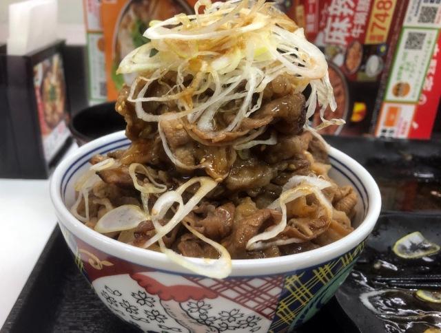 吉野家でW定食を頼んだら「肉タワーのような丼」になった / お値段690円という奇跡