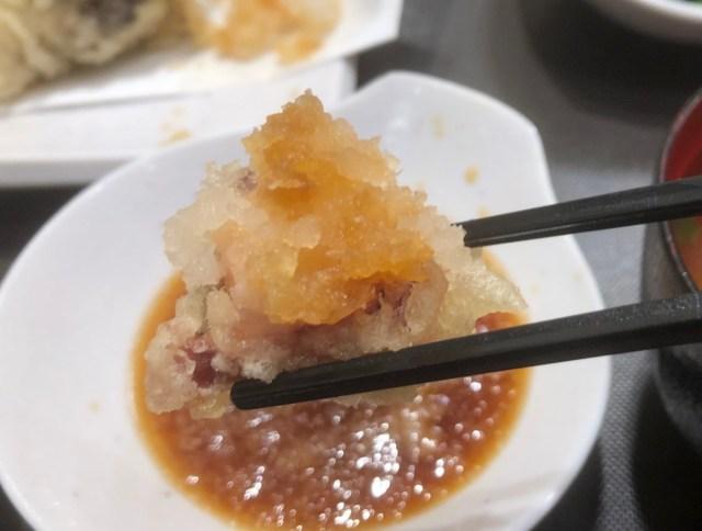 """【そっちかよ】てんやの """"中の人"""" にお気に入りの「天ぷらの食べ方」を聞いたら…まさかのNOてんつゆ! 困惑の末に納得した"""