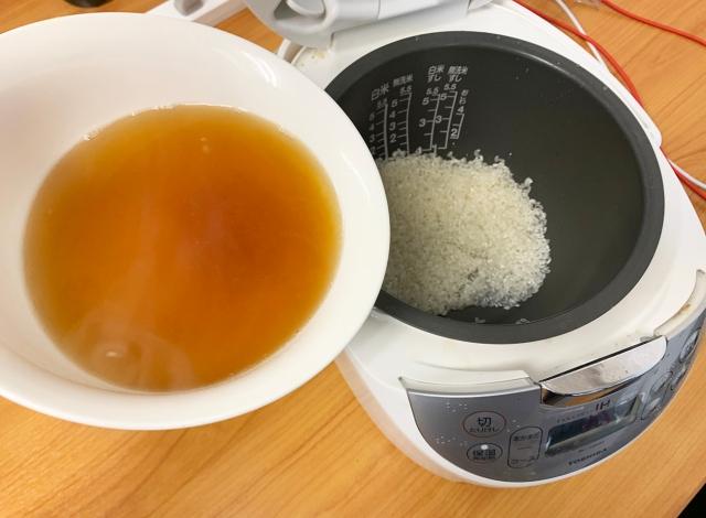 チキンラーメンの残り汁で「炊き込みご飯」を作ったらめちゃめちゃ高コスパな食べ物が爆誕した! 『チキンラーメシ』の作り方