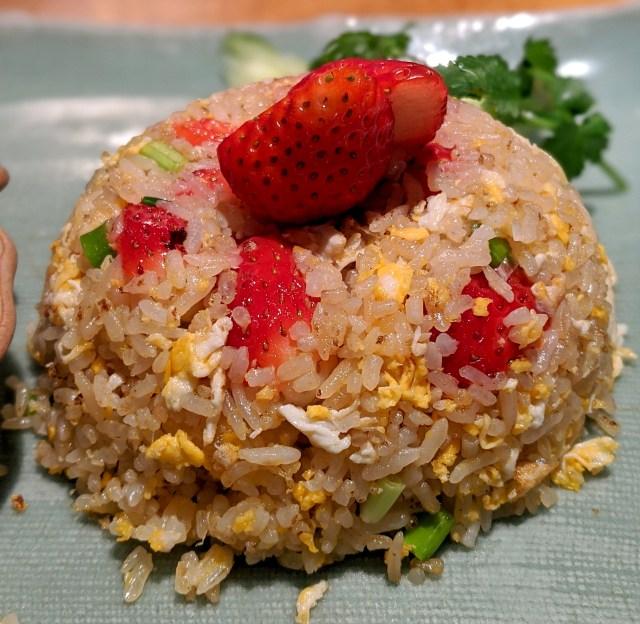 【斬新グルメ】東武百貨店池袋本店のタイ料理屋が「イチゴ炒飯」の提供を開始してるぞ! 美味いのか? それ美味いのか!?