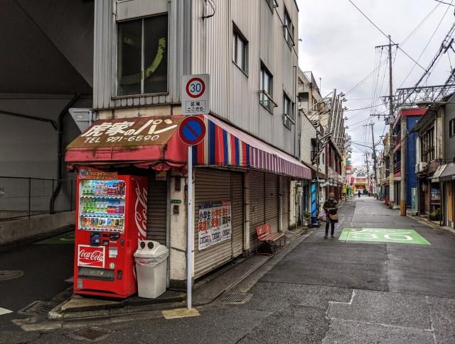 【40円】北九州市で都市伝説的に語られる幻のパン屋「虎家のパン」に行ってきた / 朝5時開店でパン1個40円