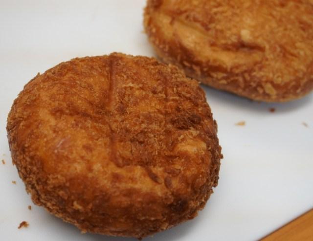 カレーパン専門店のカレーパンはどのあたりがすごいなのか? コンビニのパンと比べてみたら完全に別物! と思いきや…