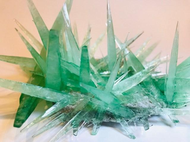 【大人の科学工作】気分は錬金術師! きらめく結晶を自宅の台所で作ってみた