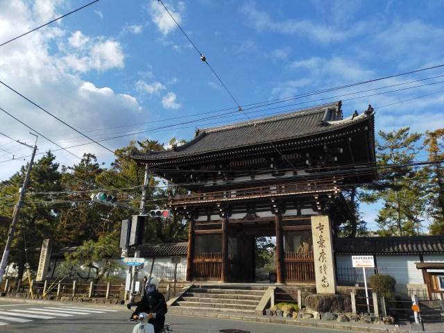 【珍スポット】京都最古の寺院・広隆寺の近くには〇〇の自販機がある!